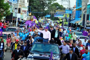 Danilo Medina hizo caravana el pasado sábado en Santiago.