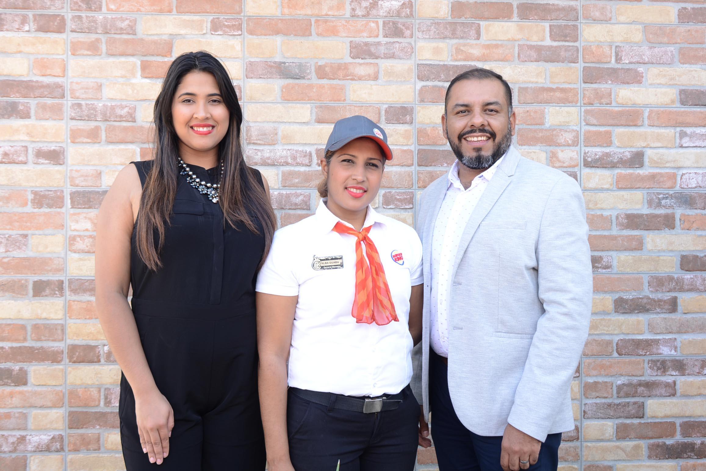 2 Alexandra Bodden, Alba Guaba y Octavio Callejas.