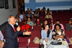 El director ejecutivo del Consejo Nacional para el VIH y el Sida (CONAVIHSIDA), doctor Víctor Terrero