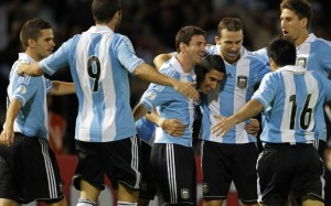 Argentina's players celebrate after scoring against Paraguay during their 2014 World Cup qualifying soccer match in Cordoba September 7, 2012.    REUTERS/Enrique Marcarian (ARGENTINA - Tags: SPORT SOCCER)