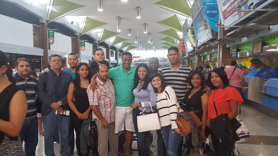 Braulio Ramírez director administrativos de la Federación Dominicana de Ajedrez mientras despedía la delegación del país a las olimpiadas mundiales de Baku Azerbaiyan.