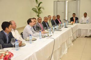 El presidente de la ACIS, Sandy Filpo durante el segundo encuentro con legisladores de la provincia y el Cibao.