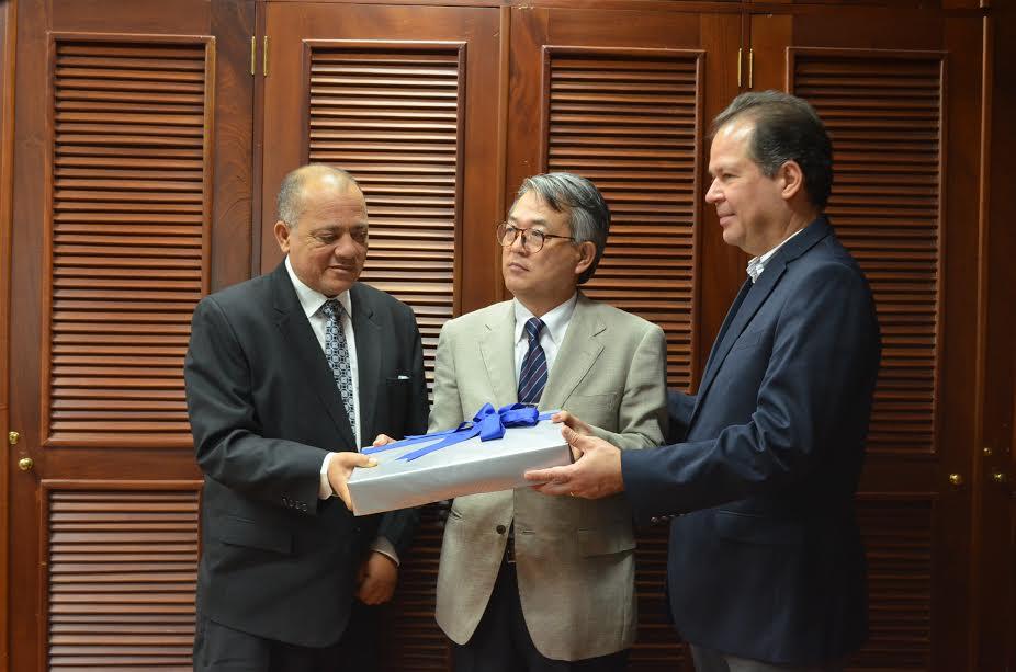 Silvio Durán, Hiroyuki Makiuchi y Juan Mera