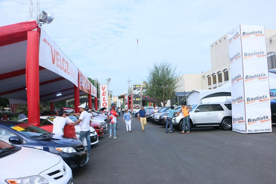 Vista parcial de los vehículos de exhibición y venta de la Auto Feria Anadive 2017, concluid anoche en los jardines del Gran teatro del Cibao
