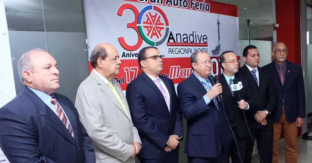 El presidente de ANADIVE, Rafael Hernández, Juan Alberto Ros, director de Feria, Elpidio Sánchez, Euler Veloz y Gabriel Guzmán
