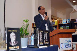 """El periodista y escritor Héctor Minaya ofrece detalles sobre su obra """"Trujillo, ¿bueno o malo?, puesta en circulación en Santiago."""