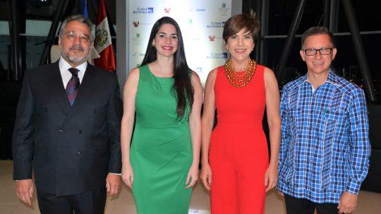 Augusto Freyre Layzequilla, Virginia Gómez, Theresa Sullivan y Leonardo Ramírez