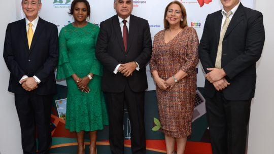 Luis Felipe Aquino, Miousemine Celestín, Fausto Fernández, Luisa María de Aquino y Edwar Wall